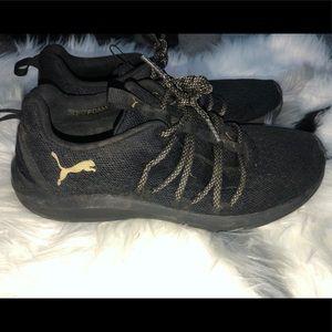 PUMA memory foam sneakers 🖤